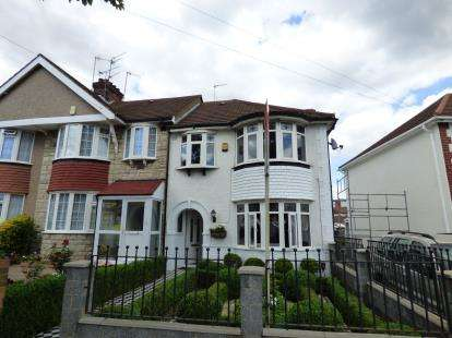 3 Bedrooms End Of Terrace House for sale in Currey Road, Greenford
