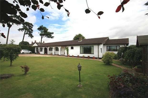 5 Bedrooms Detached Bungalow for sale in Riby Road, Stallingborough, Grimsby, Lincolnshire
