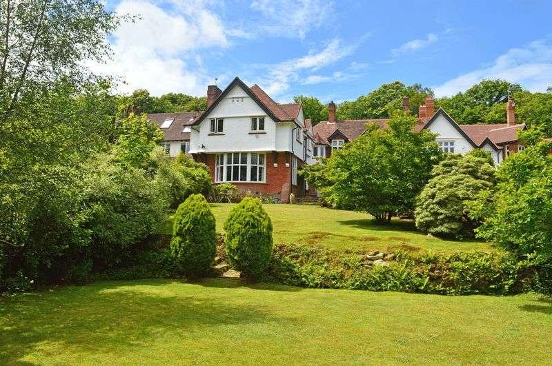 5 Bedrooms Detached House for sale in Hammer Lane, Grayshott