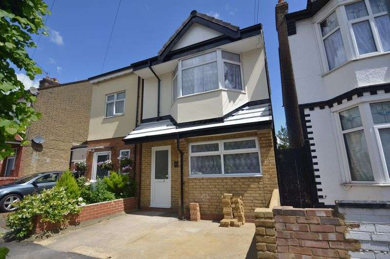 3 Bedrooms Terraced House for sale in Sheringham Avenue, London