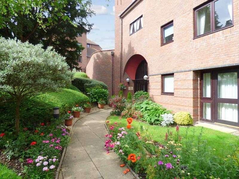 2 Bedrooms Retirement Property for sale in Cwrt Bryn Coed, Colwyn Bay, LL29 7BJ