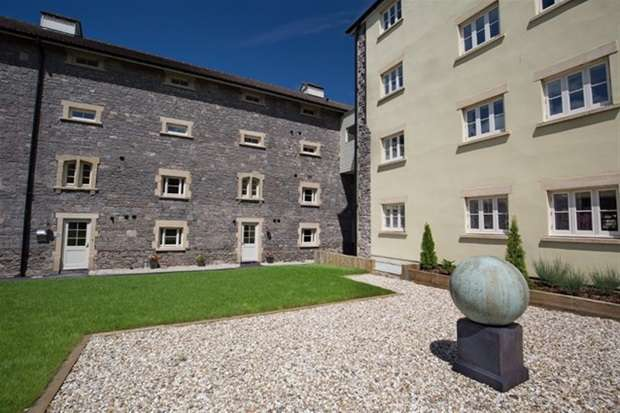 3 Bedrooms Maisonette Flat for sale in Old Brewery Place, Oakhill, Nr Bath