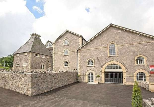 2 Bedrooms Flat for sale in Old Brewery Place, Oakhill, Nr Bath
