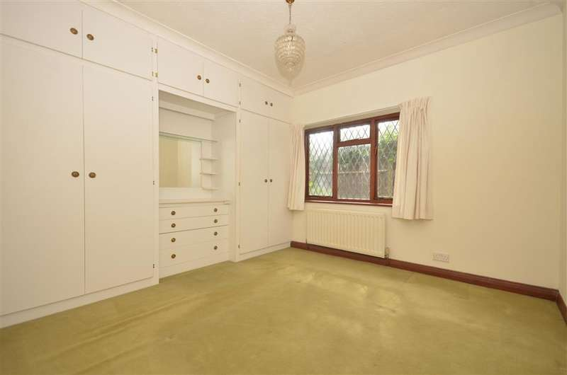 3 Bedrooms Bungalow for sale in Glebe Corner, Wickham, Fareham, Hampshire