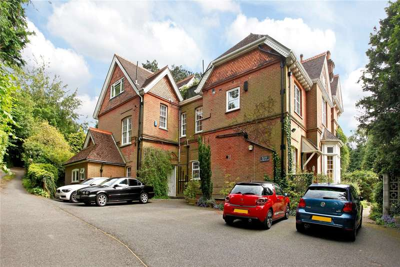 2 Bedrooms Flat for sale in Linton Flats, 101 Harestone Hill, Caterham, Surrey, CR3