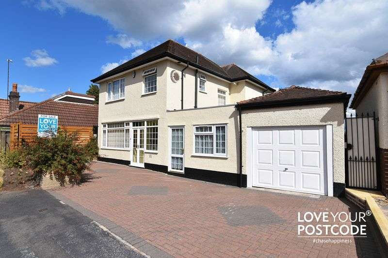 4 Bedrooms Detached House for sale in Charlemont Crescent, West Bromwich B71 3DA