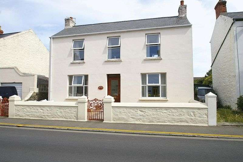 4 Bedrooms Detached House for sale in St Sampsons