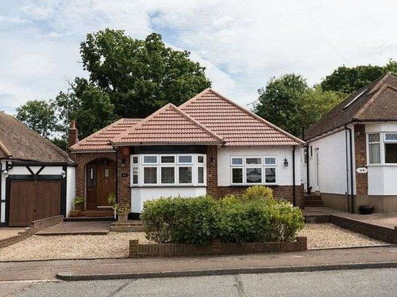 3 Bedrooms Property for sale in Dacre Gardens, Chigwell
