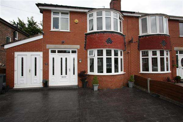 3 Bedrooms Semi Detached House for sale in Leslie Avenue, Bury