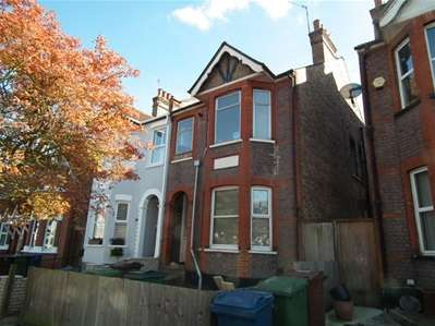 2 Bedrooms Flat for sale in Longley Road, Harrow