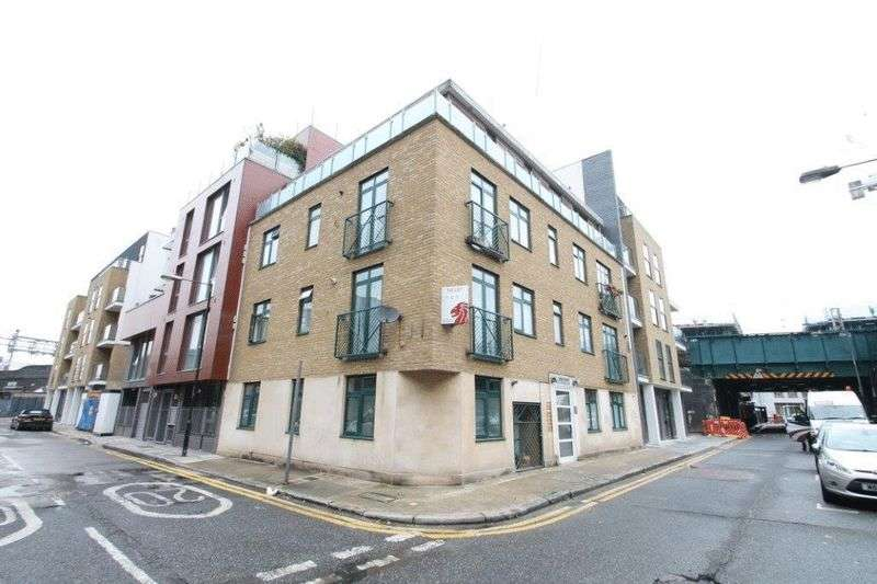 2 Bedrooms Flat for sale in Buckhurst Street, London