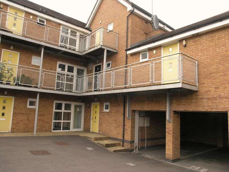 2 Bedrooms Flat for sale in Attingham Drive, Dudley