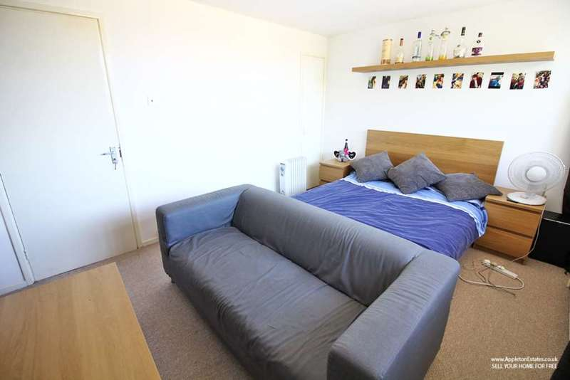 2 Bedrooms Flat for sale in Longheath Gardens, Croydon