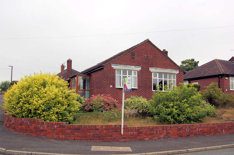 2 Bedrooms Detached Bungalow for sale in 98 Oakbank Avenue, Chadderton