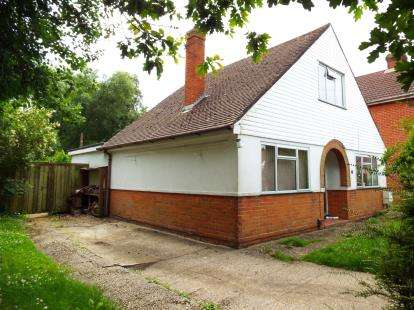 3 Bedrooms Bungalow for sale in Hounsdown, Southampton, Hampshire