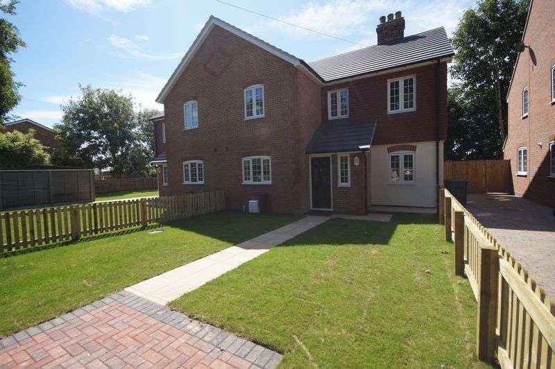 4 Bedrooms Semi Detached House for sale in Denn Fields, Third Avenue, Havant, PO9