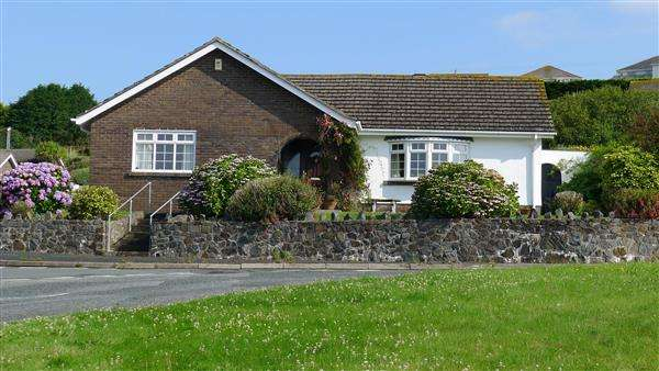 4 Bedrooms Detached Bungalow for sale in Penally Heights, Penally, Nr. Tenby