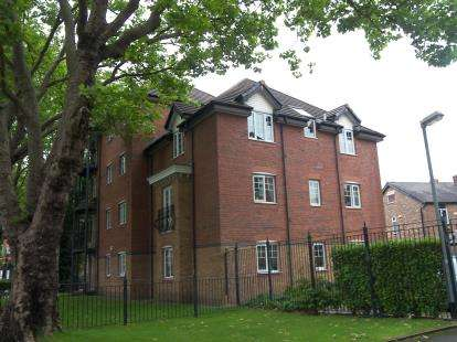 2 Bedrooms Flat for sale in Milwain Road, Manchester, Greater Manchester