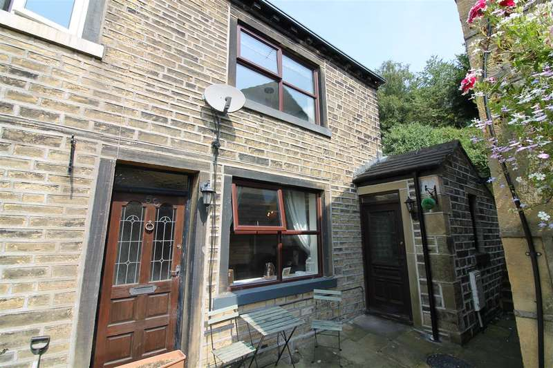 2 Bedrooms Cottage House for sale in Upper Washer Lane, Pye Nest, Halifax