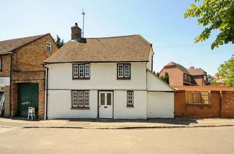 2 Bedrooms Semi Detached House for sale in The Green, Drayton