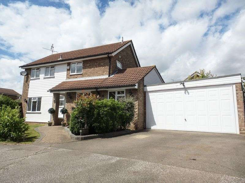 4 Bedrooms Detached House for sale in Parkway Close, Leigh-On-Sea