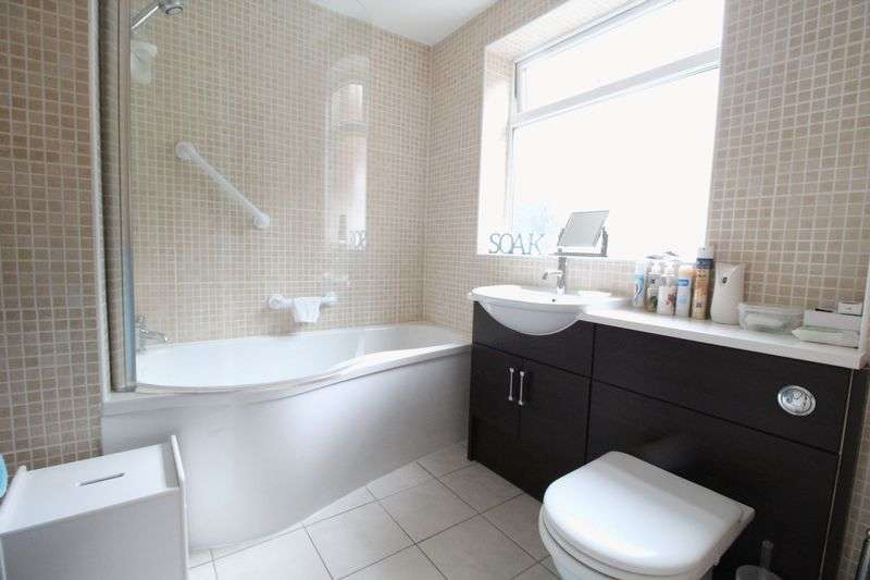 2 Bedrooms Flat for sale in Lyndhurst Street, South Shields
