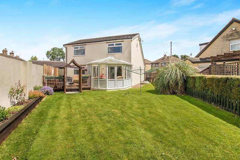 3 Bedrooms Detached House for sale in Craiglea Drive, Wyke, Bradford, BD12