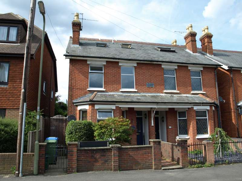 4 Bedrooms Semi Detached House for sale in Queens Road, Farnborough, GU14