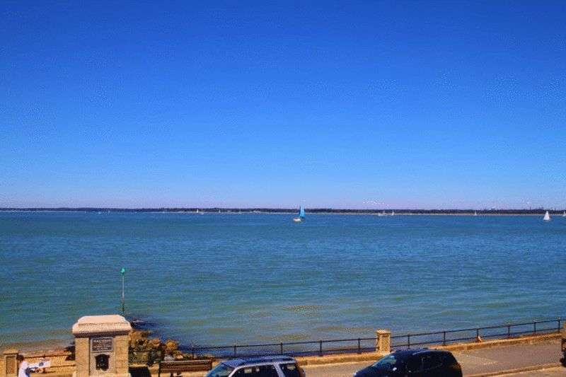 4 Bedrooms Detached House for sale in Princes Esplanade, Gurnard, Isle of Wight, PO31 8LE