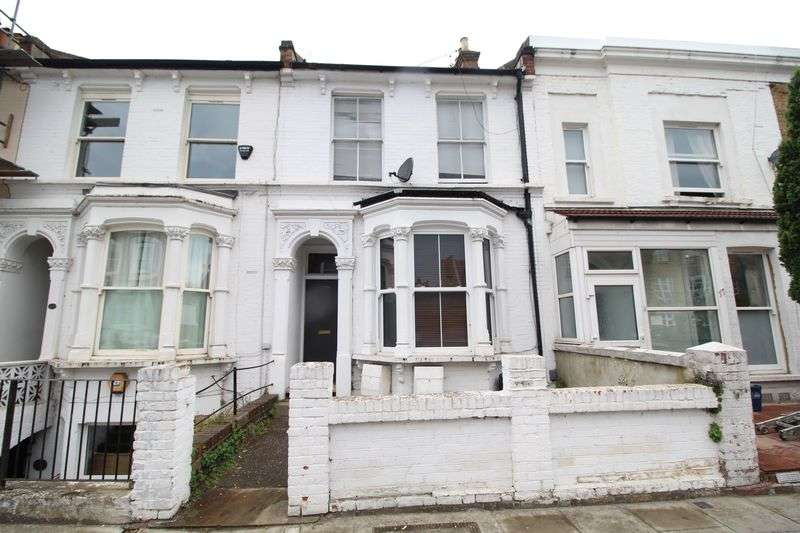 3 Bedrooms Flat for sale in Powell Road, London