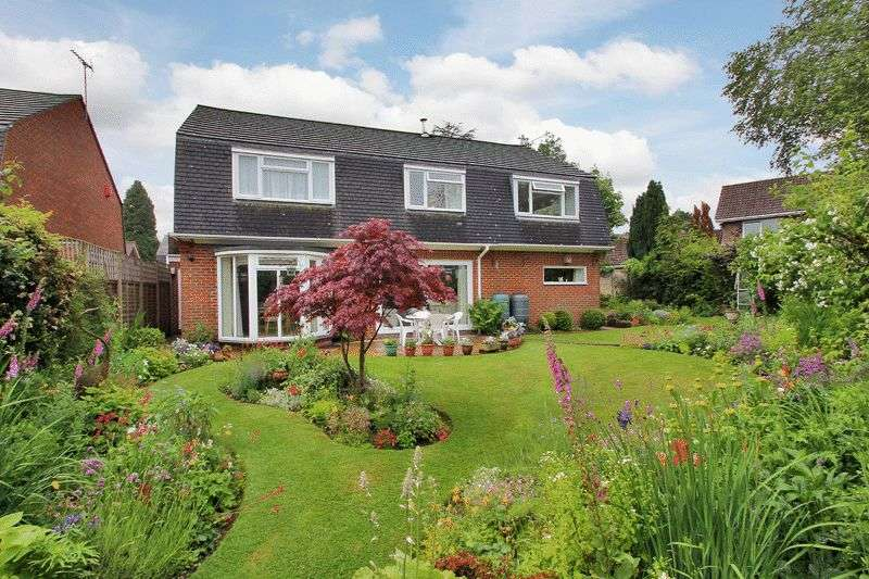 5 Bedrooms Detached House for sale in Hill House Close, Turners Hill, West Sussex