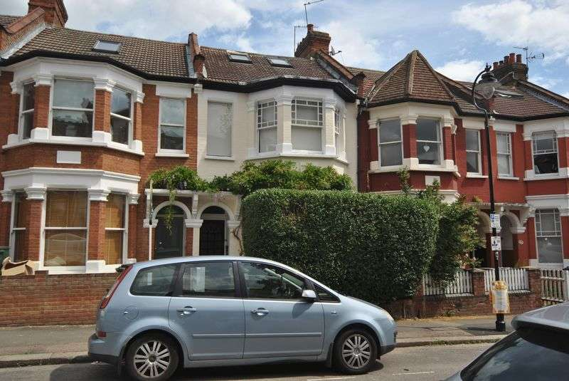 3 Bedrooms Flat for sale in Rathcoole Avenue, London, N8