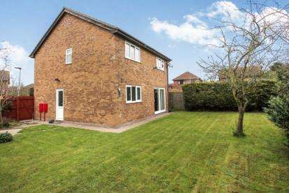 4 Bedrooms Detached House for sale in Patterdale Drive, Gunthorpe, Peterborough