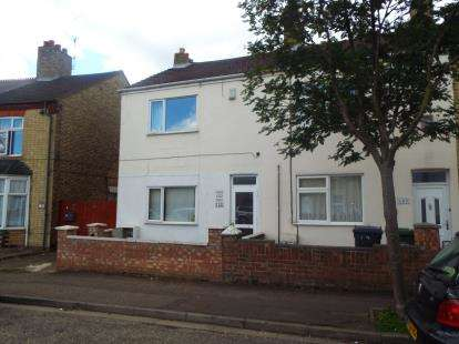 3 Bedrooms End Of Terrace House for sale in Queens Walk, Peterborough, Cambridgeshire