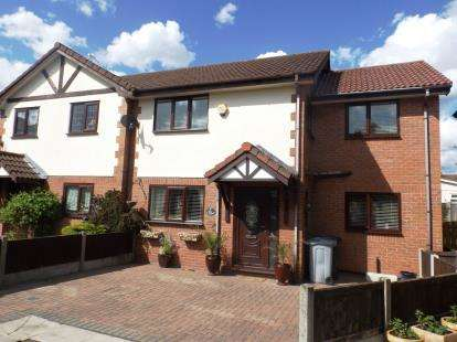 House for sale in The Orchards, Pickmere, Knutsford, Cheshire