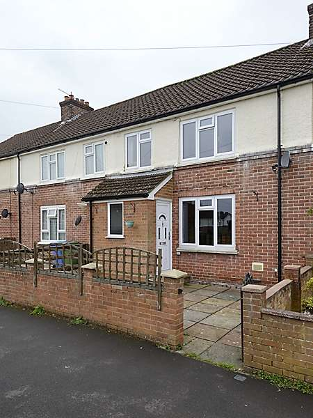 3 Bedrooms Terraced House for sale in Gordon Road, Farnborough, Hampshire, GU14