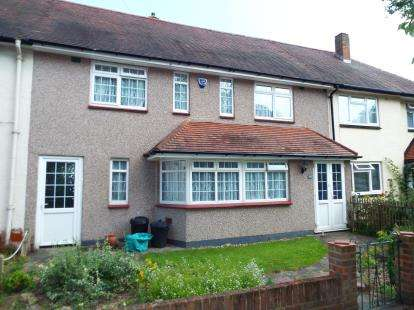 4 Bedrooms Terraced House for sale in Aldborough Road North, Newbury Park, Essex