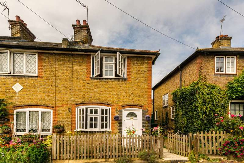 2 Bedrooms Cottage House for sale in Bell Lane, Twickenham, TW1