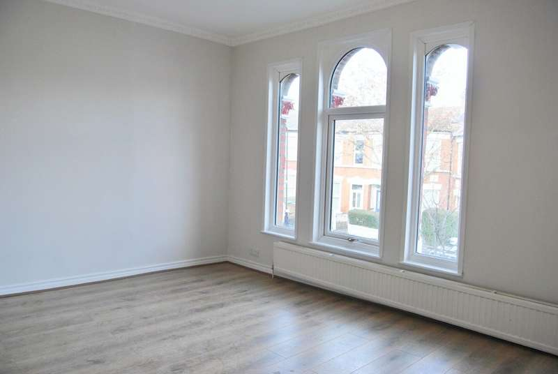 4 Bedrooms Terraced House for rent in Umfreville Road, London