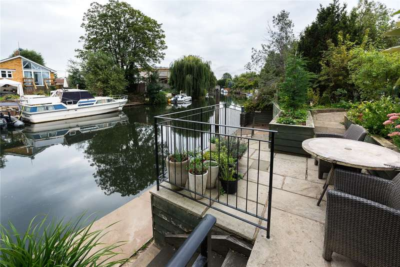 4 Bedrooms Detached House for sale in The Creek, Sunbury-on-Thames, Surrey, TW16