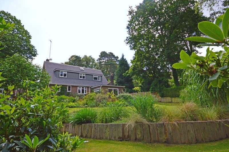 5 Bedrooms Detached House for sale in Stonehill Road, Headley Down