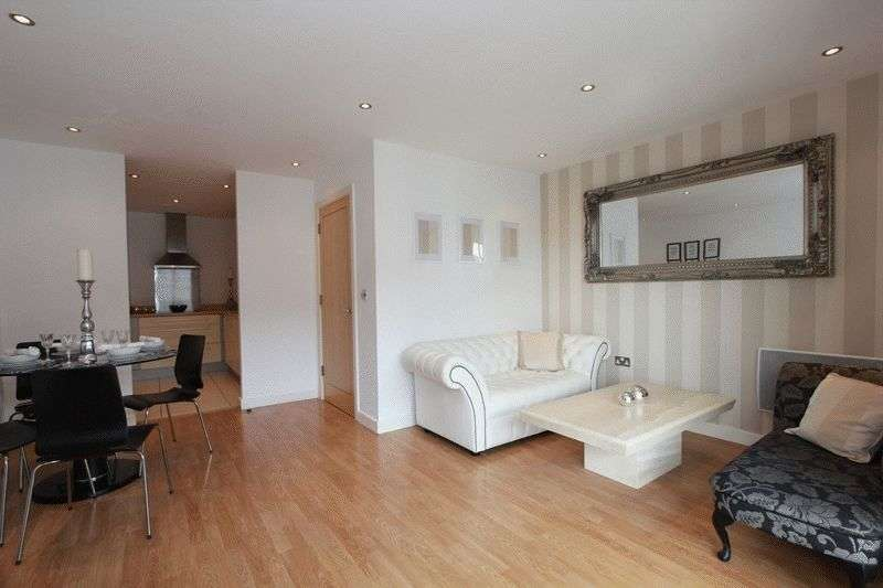 2 Bedrooms Flat for sale in Watkiss Way, Cardiff