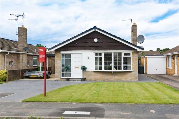 2 Bedrooms Detached Bungalow for sale in Hunterswood Way, Dunnington, YORK