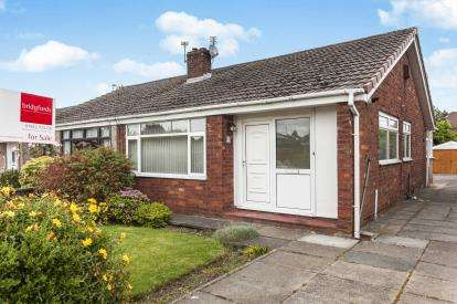 2 Bedrooms Bungalow for sale in Thornbury Avenue, Lowton, Warrington, Greater Manchester