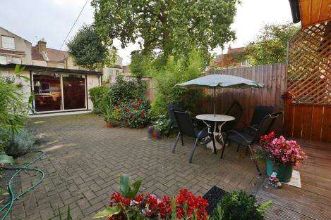 4 Bedrooms House for sale in Frobisher Road, London N8