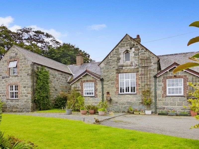 4 Bedrooms Semi Detached House for sale in Pantglas