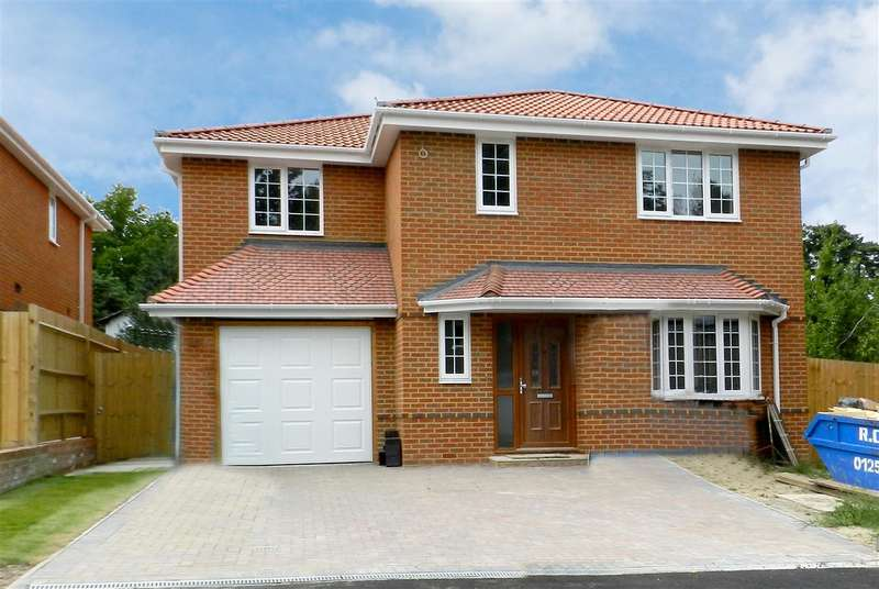 4 Bedrooms Detached House for sale in The Brambles, Crowthorne