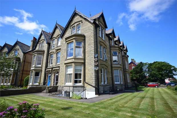 2 Bedrooms Flat for sale in Flat 6, Jason Court, 1 St Georges Square, LYTHAM ST ANNES, Lancashire