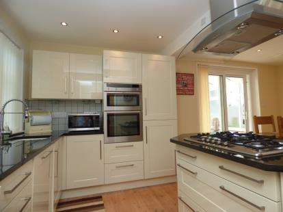 3 Bedrooms Detached House for sale in Carisbrooke, Newport, Isle Of Wight