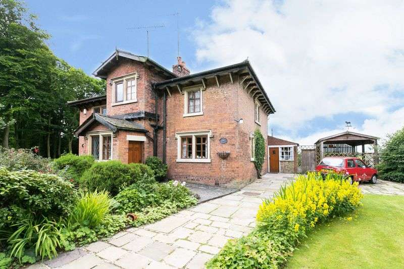 3 Bedrooms Semi Detached House for sale in Rose Cottage, Shady Lane, Bamber Bridge, PR5 6AU